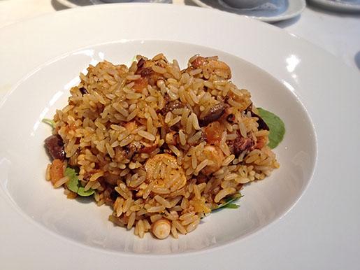 arroz agulhinha com polvo, olivas negras e rúcula