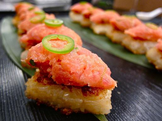O melhor de todos! Spicy Tuna on crispy rice! (Fonte: Houston Press)