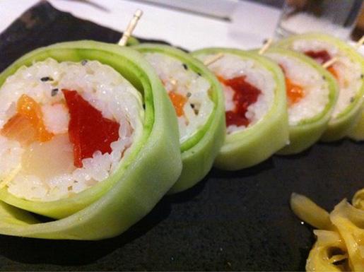 Special Katsuya Roll - sushi gigantesco mas muito gostoso! (Fonte: Yelp)