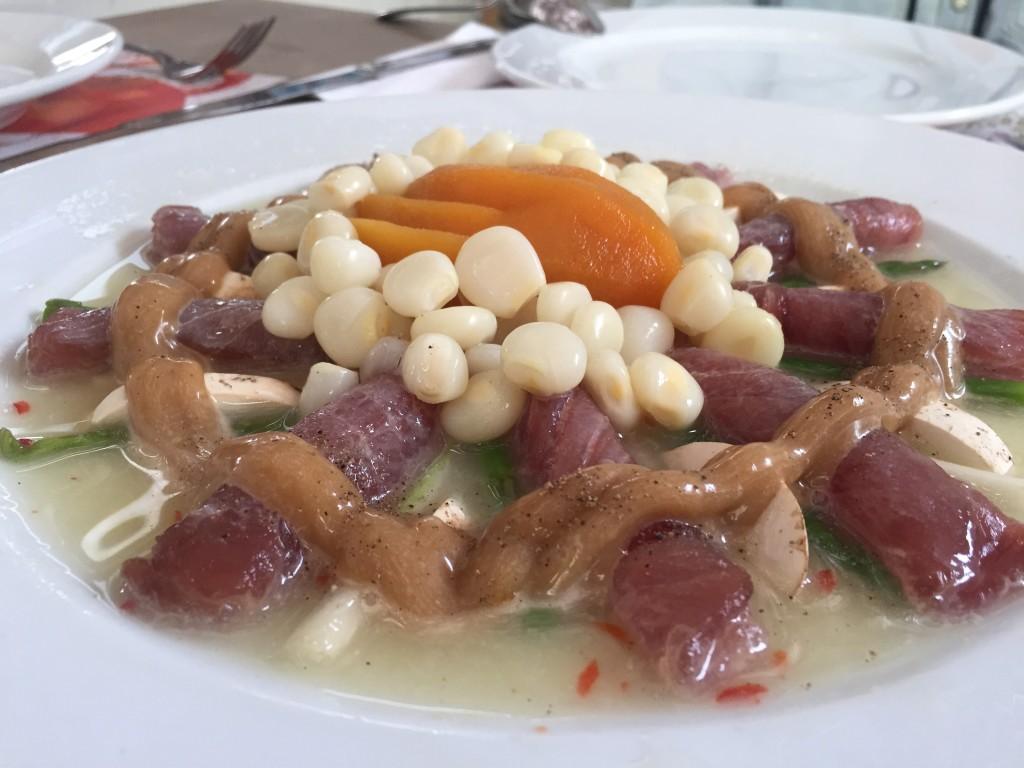 Tiradito de atum com molho à bade de mel, azeite, molho de ostra e suco de laranja