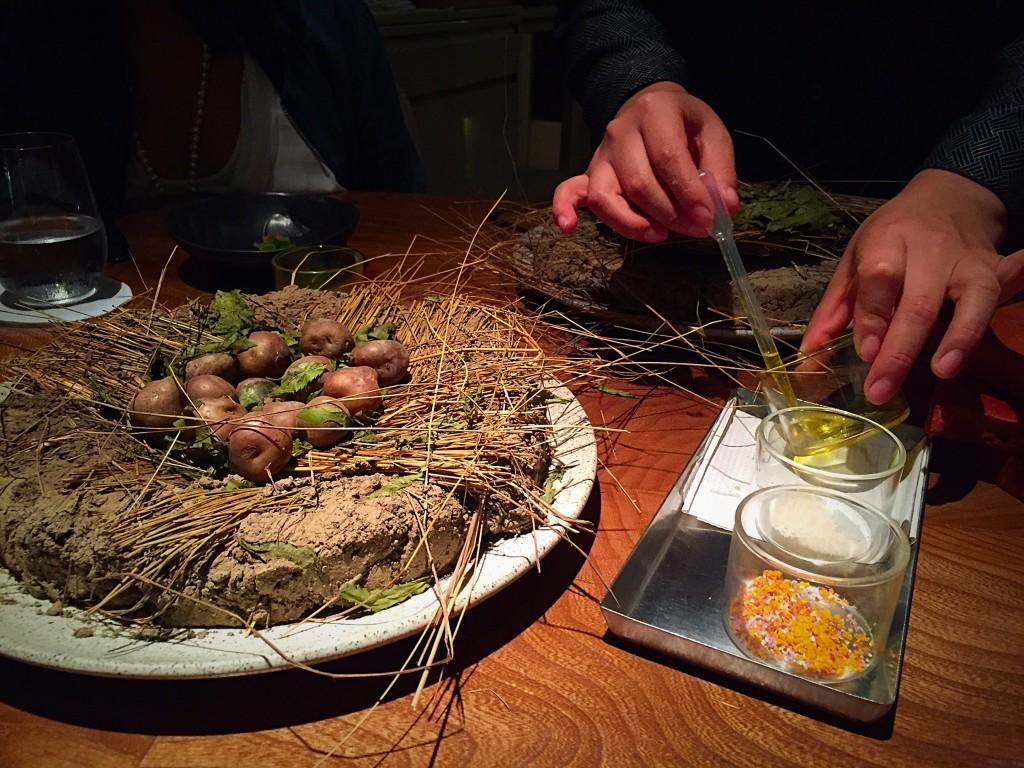 Foram servidas com um ervas e uma salsa com queijo