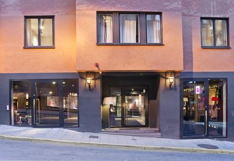 Fachada do Story Hotel, na ruazinha Riddargatan em Östermalm (Fonte: site The Story Hotel)