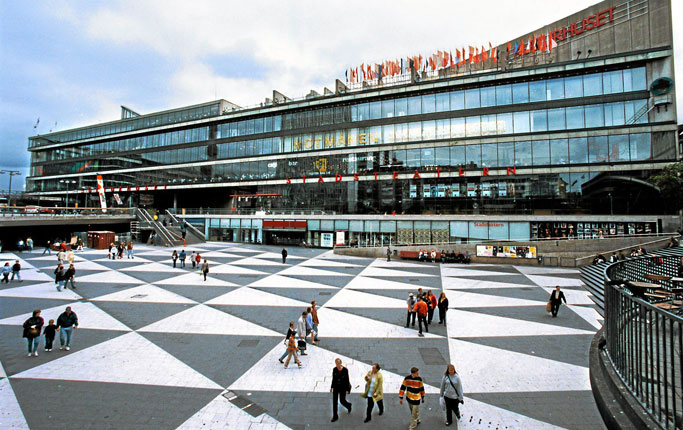 Praça Sergels Torg (Fonte: DN)