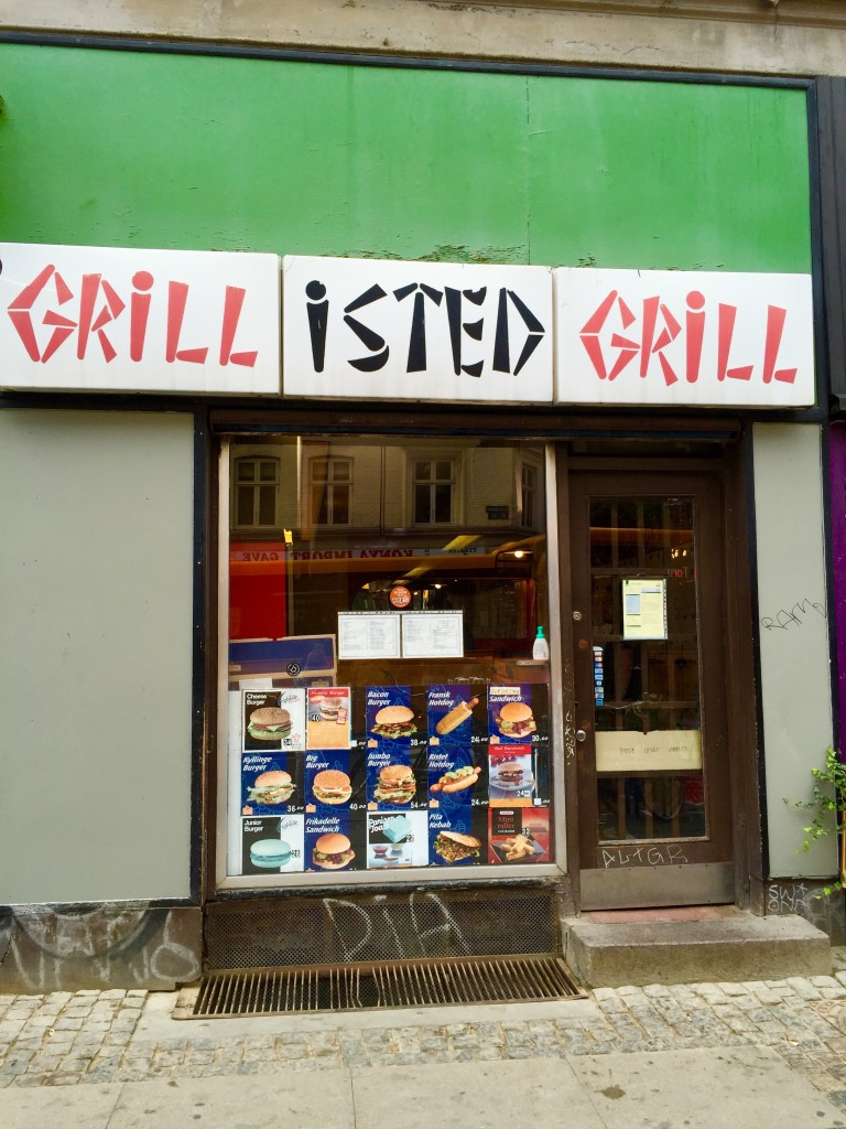A fachada simples do Isted Grill
