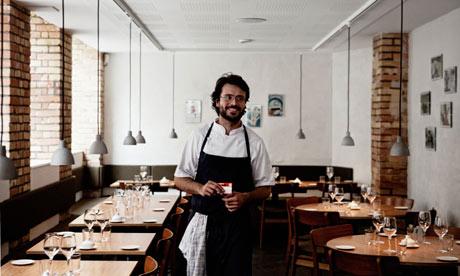 O chef Christian Puglisi no salão principal do Relae (Fonte: The Guardian)