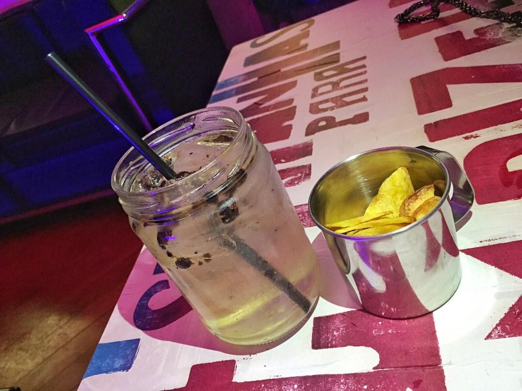 drink sensacional + chips de mandioquinha