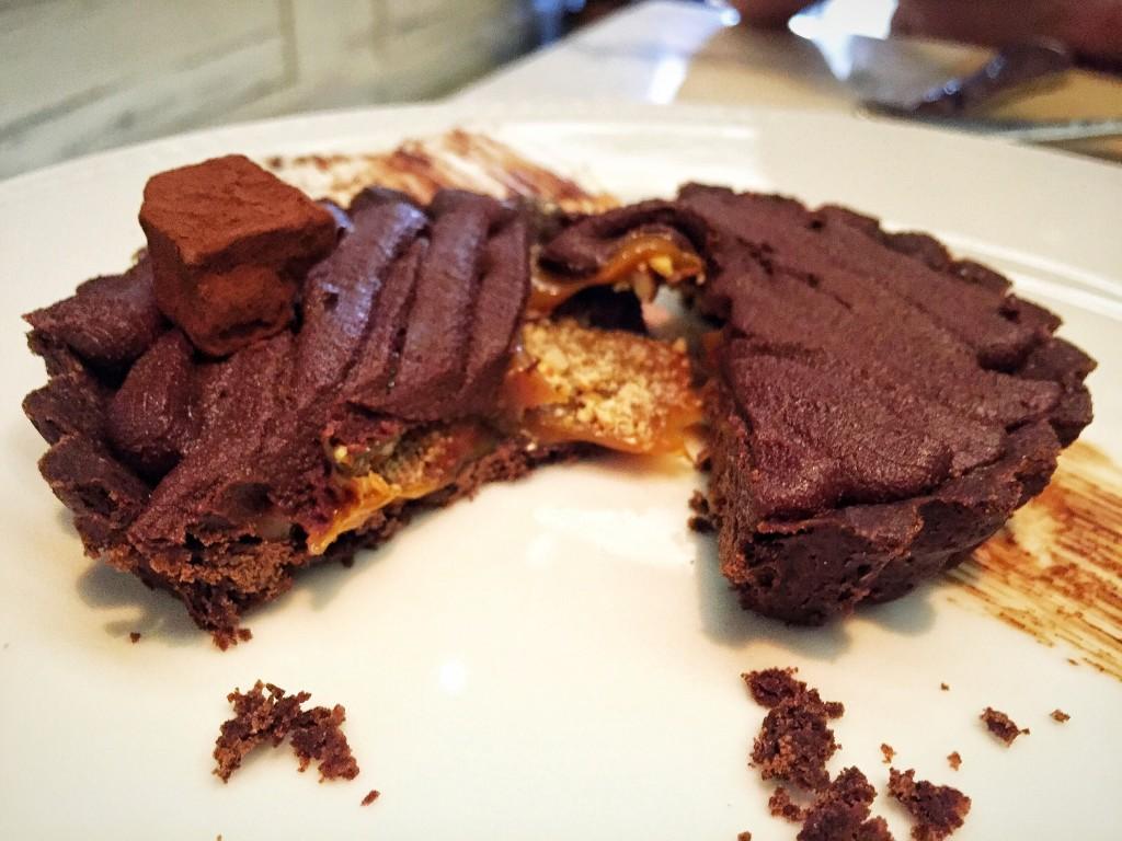 Tartelette de chocolate com doce de leite e camada fina de biscoito (R$23)
