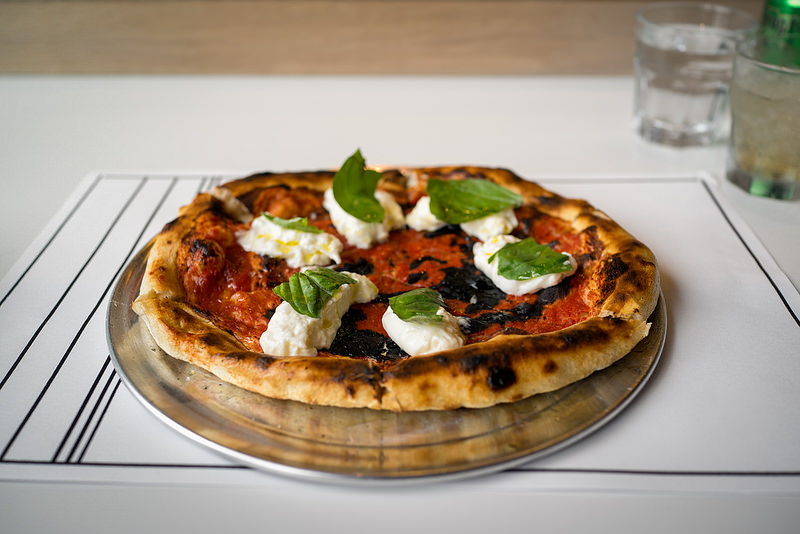 "A famosa pizza chamada ""LA Woman"" com burrata (Foto: The LA Socialites)"